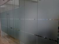 Оклейка офисных перегородок